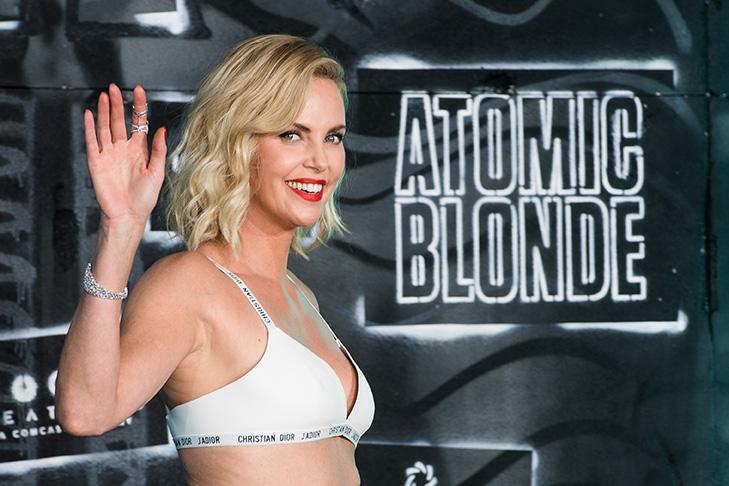 Atomica Bionda: Charlize Theron recita bene e picchia anche meglio