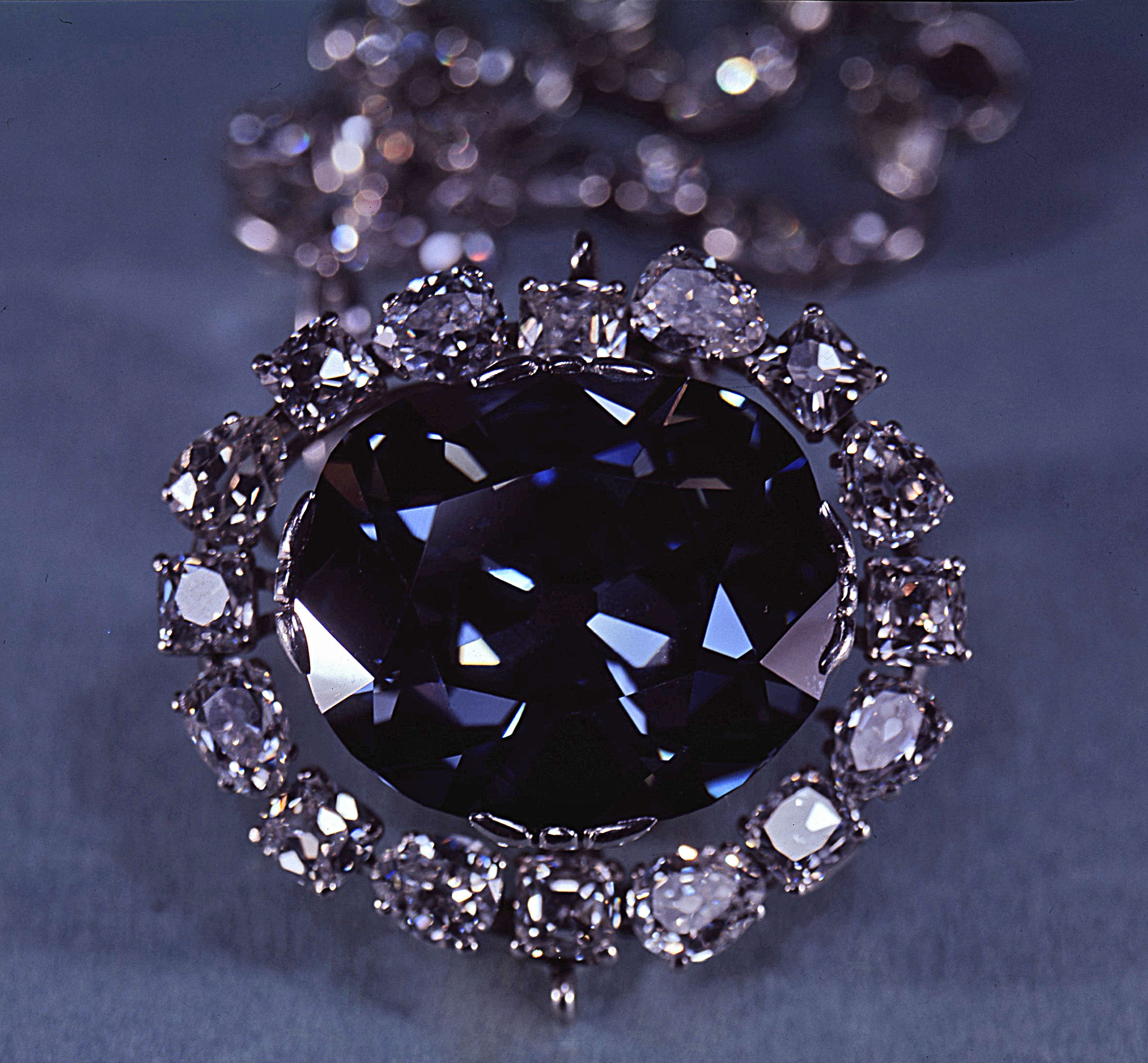 La maledizione del Diamante Hope, Blu di Francia