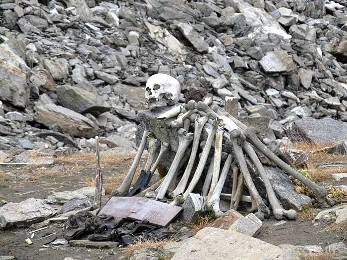 Lago Roopkund: il mistero dello Skeleton Lake